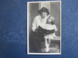 Artiste  Gladys Cooper Regardant Un Livre Avec Sa Fille - Circulée 190? - L274 - Artistes