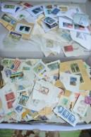 Vrac De + De 1 Kg De TIMBRES Divers Pays (sauf France) OBLITERES Sur Fragments - Mise à Prix 1 Euro ! A SAISIR - Lots & Kiloware (mixtures) - Min. 1000 Stamps