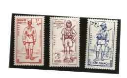 169/71  Défense De L'empire   Trace De Charniére (clasbla10)