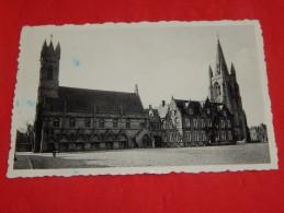NIEUWPOORT  - De Hallen - Stadhuis En O. L. Vrouw Toren - Nieuwpoort