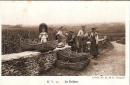 CARTE POSTALE ORIGINALE ANCIENNE : BEAUNE ; UN GROUPE DE VENDANGEURS ; LE GOUTER ; ANIMEE ; COTE D´OR (21) - Beaune