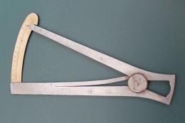 Outil D´horlogerie : Compas D´épaisseur. Mesure, Système Métrique. - Jewels & Clocks
