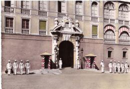 La Palais De SAS Le Prince De Monaco La Porte D'honneur Et Les Gardes - Monte-Carlo