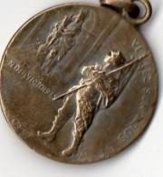 Médaille Militaire -  REVIENS  ET  VICTORIEUX - 1914 - 1915  - N.D Des Victoires, Veillez Sur Nous . - France