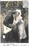 [DC3217] CPA - COPPIA DI INNAMORATI SULLA SCALA - Viaggiata 1903 - Old Postcard - Coppie