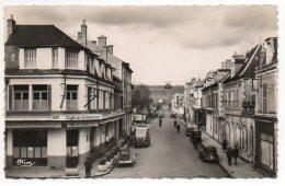 18 - Cher / SAINT-AMAND-MONTROND : Rue Nationale (Café Du Commerce, Voitures 2CV...). - Saint-Amand-Montrond