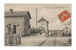 Saint Christophe Du Bois - La Maison Du Garde Barrière Et La Gare - France