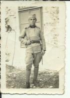SERBIA, KINGDOM OF YUGOSLAVIA  --  SOLDAT WITH BAYONET  -- 8,5 Cm X 6 Cm  --   REAL PHOTO PC - Militaria