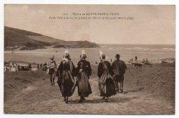 29 - Finistère /  Pardon De SAINTE-ANNE La PALUE. Après L'office Divin, Un Groupe De Pèlerins Se Dirigeant Vers La Plage - Autres Communes
