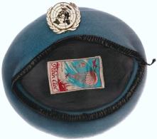 Beret Bleu Clair ONU Avec Pucelle D'un Soldat En Yougoslavie En 1993 - Uniformes