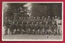 Carte Photo Militaria - Un Groupe De Militaires Dans Un Sous-bois - Probablement Des Gendarmes - Uniforms