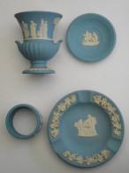 LOT 4 Pieces WEDGWOOD Bleu-gris, Décor Scènes Antiques  : Cendrier , Vase , Rond De Serviette , Petite Coupelle - Wedgwood