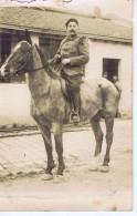 CP PHOTO - Soldat Sur Son Cheval - Personnages