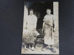 AGRICULTURE - Carte Photo D ´un Abattage De Mouton Dans Une Cour De Ferme Début 1900 - A Voir - L 2561 - Fermes