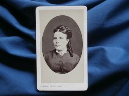 Photo CDV Constant Peigné à Nantes, St Nazaire - Portrait Femme Avec Anglaises Circa 1875 L271A - Photographs