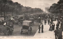 75 PARIS L'AVENUE DU BOIS DE BOULOGNE ET L'ARC DE TRIOMPHE DE L'ETOILE UN DES PREMIER EMBOUTEILLAGE - Arc De Triomphe