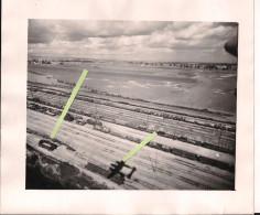 Train Chemin De Fer Convois Détruit Survol Lockheed P38 Chasse Straffing Nebelwerfers Sur Wagons Bombardement 1939/1945 - Guerre, Militaire