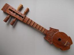 - Instrument De Musique. Petite Guitare En Bois - - Instruments De Musique