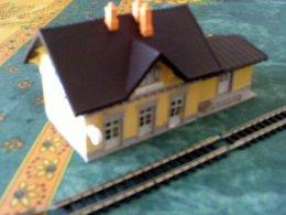 TRAIN électrique  : Réseau échelle N :      2  BATIMENTS          ** 1 GARE + Bat. Annexe** - Décors