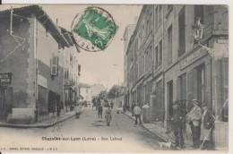 D42 - CHAZELLES SUR LYON - RUE LAFOND  (PATISSERIE BONNAL) - Pli Dans Un Coin - Other Municipalities