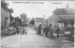 Carte Postale Ancienne De SAINT BROINGT LE BOIS-Centre Du Village - Autres Communes
