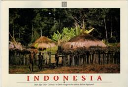 IRIAN JAYA  A DANI VILLAGE IN THE CENTRAL BALIEM HIGHLANDS     MAXICARD  2 SCAN      (VIAGGIATA) - Indonesia