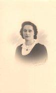 Photo Originale Femme - Portrait De Jeune Femme En Décembre 1939 - Signé Photographe De Le Havre 76600 - Personnes Anonymes