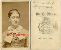 CDV-famille Américaine 12/20- Femme Identifiée Photographed By W. H Harry à Wooster Ohio-USA- - Old (before 1900)