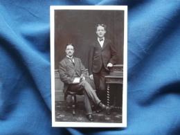 Photo  CDV E.T. Church, Belfast - Homme Et Jeune Homme élégants En Pied, Circa 1875 L273 - Anciennes (Av. 1900)