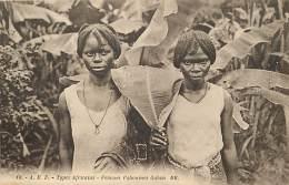 Pays Div- Centrafrique  - Ref F979 - Types Africains - Femmes Pahouines Gabon - Carte Bon Etat  - - Central African Republic