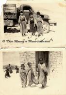NORD AFRIQUE - ENFANTS ARABES INDIGENES EN TENUE TRADIONNELLE - LOT DE 2 PHOTOS 12.5 X 9 CM - Personnes Anonymes