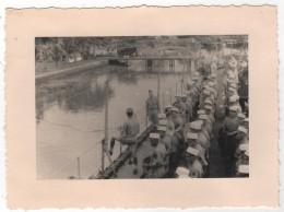 Photo Originale Amiral Battet Indochine Légion Etrangère Sur Le Tourville 1/10/1946 à SAIGON  Fanfare - Boats