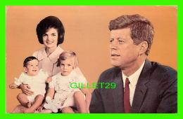 POLITIQUE - PRESIDENT JOHN F. KENNEDY & FAMILY, JACQUELINE, CAROLINE & JOHN Jr - TRAVEL IN 1965 - - People