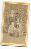 Ancienne Photo CDV De A. BONNESOEUR, Rue De La Gare à FLERS (61): COUPLE Et ENFANT De La Bourgeoisie, CHALE Normand - Fotos