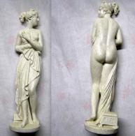 Superbe Statuette, En Platre Effet Granuleu, En Tres Bon Etat. - Sculptures