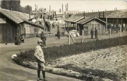 CARTE PHOTO  CAMP MILITAIRE GUERRE DE 1914 OU CAMP DE PRISONNIERS? - Photos