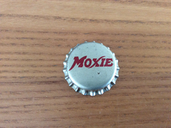 "Ancienne Capsule De Soda ""MOXIE CORDONE'S INCORPORED GLOVERSVILLE"" CCS Etats-Unis (USA) (intérieur Liège) - Soda"