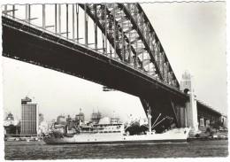 """CPSM SYDNEY - LE PAQUEBOT """"POLYNESIE"""" Sous Le Pont De Sydney - Compagnie Des Messageries Maritimes. Australie - Sydney"""