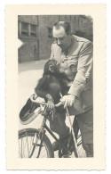 TRÈ RARE - Le Gardien Du Zoo De Vincennes Promène Un Singe Sur Le Guidon Du Vélo - Début 1940 - Photo 9x14,5 Argentique - Singes