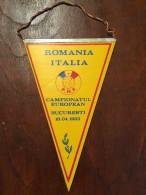 ROMANIA Fanion / Pennant - ROMANIA / ITALIA 1983 BUCURESTI Fotbal Campionatul European - Apparel, Souvenirs & Other