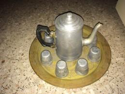 Plateau En Bronze + Cafetiere Et Huit Tasses Gravées En Aluminium - Art Oriental