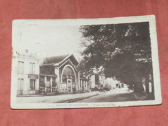 AULNAY DE SAINTONGE  1930 /  PLACE DES HALLES   / EDIT / CIRC NON - Aulnay