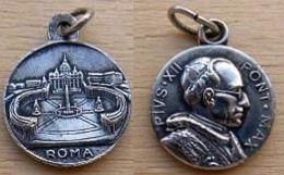 Mada-1166 Médaille Ancienne Pius XII, Au Dos Gravé Roma - Godsdienst & Esoterisme