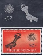 Morceau De Cylindre D´impression D´un Timbre D´Indonésie (cylinder Printing), Thème Main Torche Feu - Briefmarken