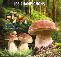 CENTRAL AFRICA 2015 - Mushrooms, Snail S/S Official Issue - Schelpen