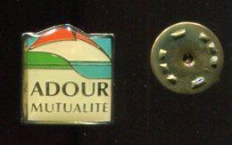 Pin´s - ADOUR Mutualité Mutuelle - Pyrénées Atlantique - Administrations