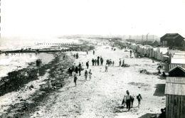 N°48 J -cpsm Courseulles Sur Mer -la Plage Et Les Cabines- - Courseulles-sur-Mer