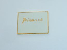Pin's PICASSO, BLANC - Otros