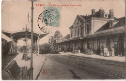 Autun  La Gare Arrivée D Un Train - Autun