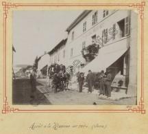 (Jura) Arrêt à La Rixouse. Diligence Devant L'Hôtel Monnet. 1899. - Antiche (ante 1900)